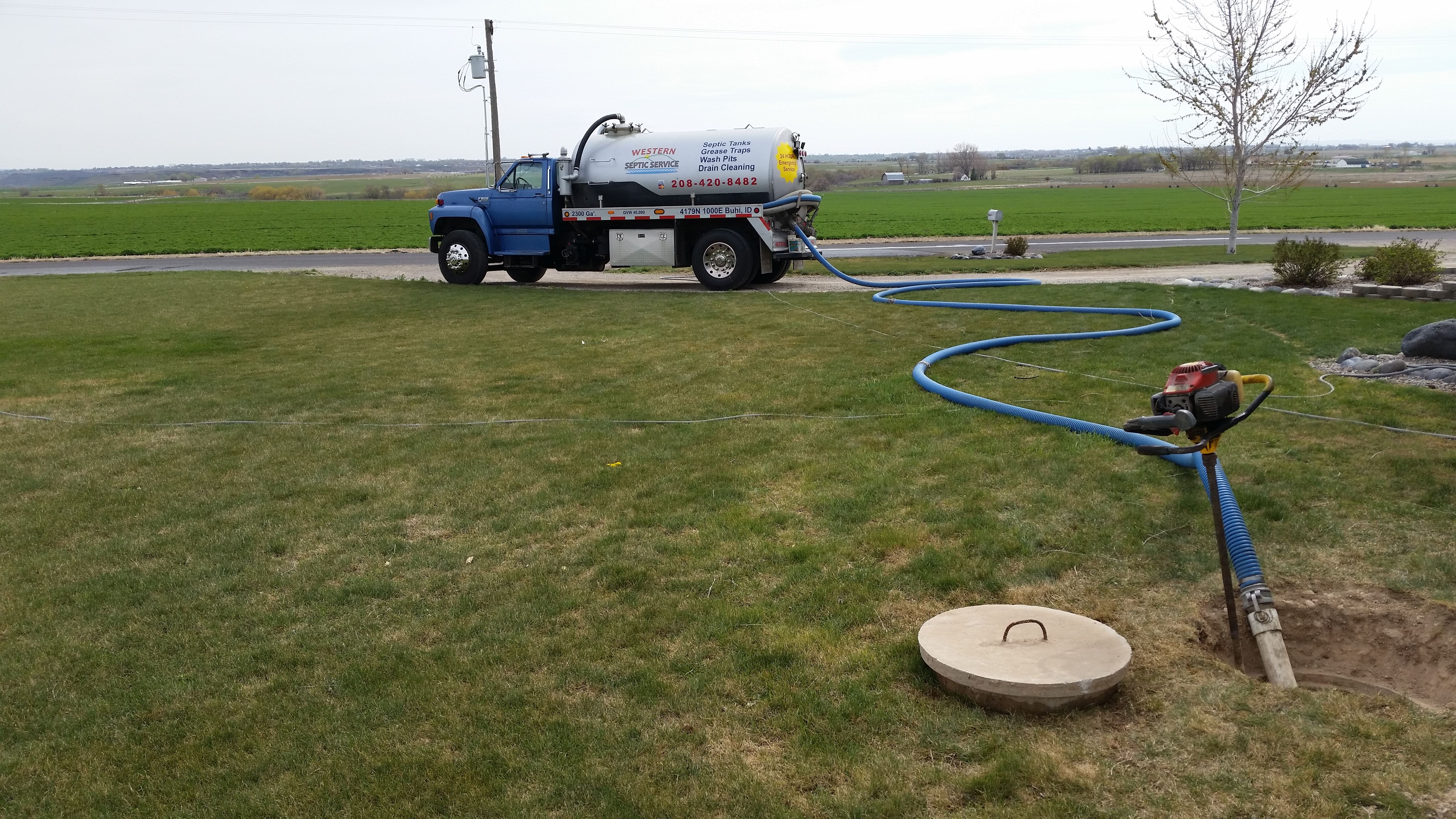Septic tank pumping western septic and excavation for Septic tank fumes in house